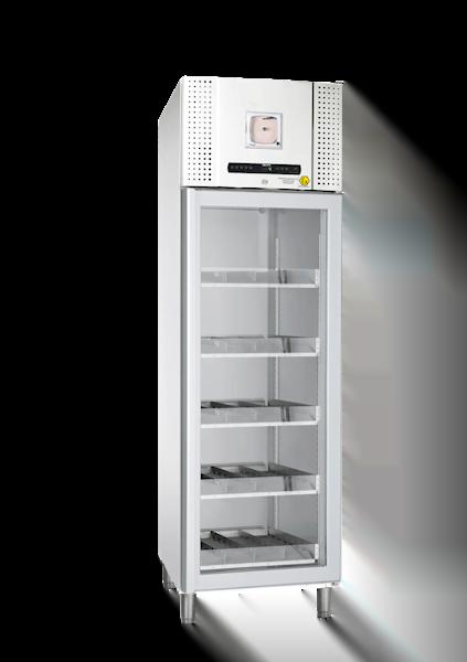 Weißer Blutkonservenkühlschrank BioBlood BR 500 DIn von Gram mit geschlossener Glastüre und Ansicht von der Seite