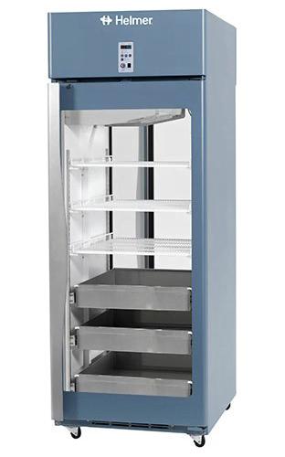 Medikamentenkühlschrank HPR225 von Helmer mit geschlossener Glastüre und Ansicht von der Seite