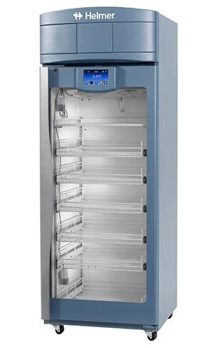 Medikamentenkühlschrank iPR120 von Helmer mit geschlossener Glastüre und Ansicht von der Seite