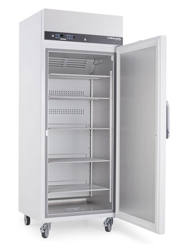 Laborkühlschrank LABO-720 von Kirsch mit offener Standardtüre und Ansicht von der Seite