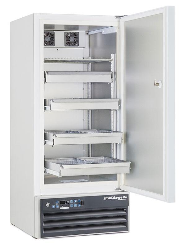 Medikamentenkühlschrank MED-200 von Kirsch mit offener Standardtüre und Ansicht von der Seite