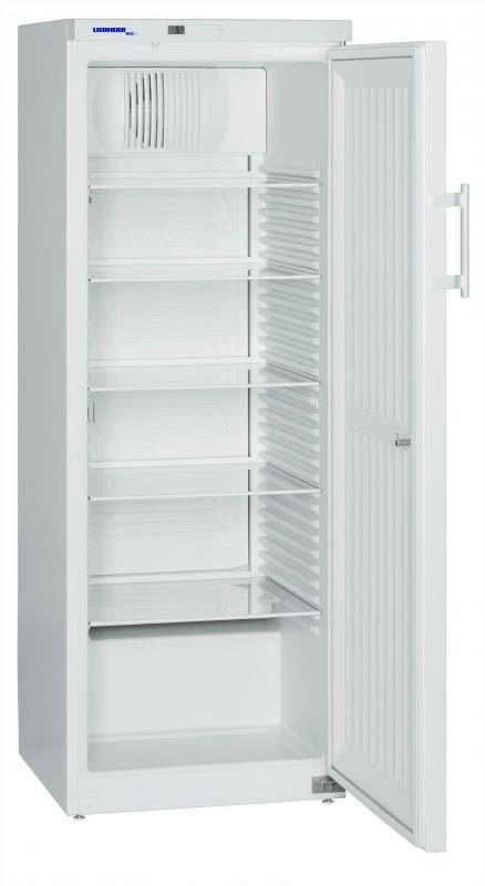 Explosionsgeschützter Laborkühlschrank LKexv 3600 von Liebherr mit offener Standardtüre und Ansicht von der Seite