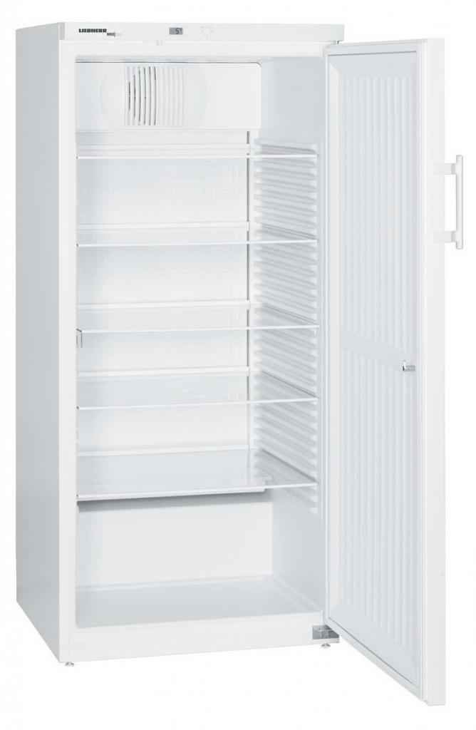 Explosionsgeschützter Laborkühlschrank LKexv 5400 von Liebherr mit offener Standardtüre und Ansicht von der Seite