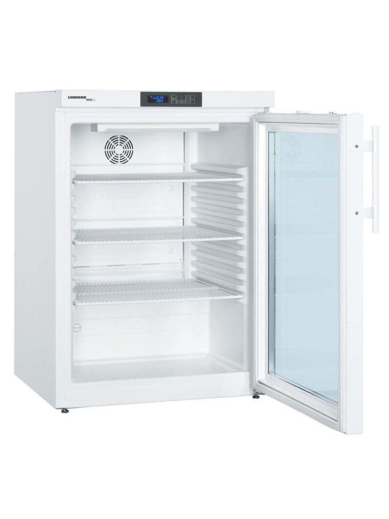 Laborkühlschrank LKUv 6520 von Liebherr mit offener Standardtüre und Ansicht von der Seite