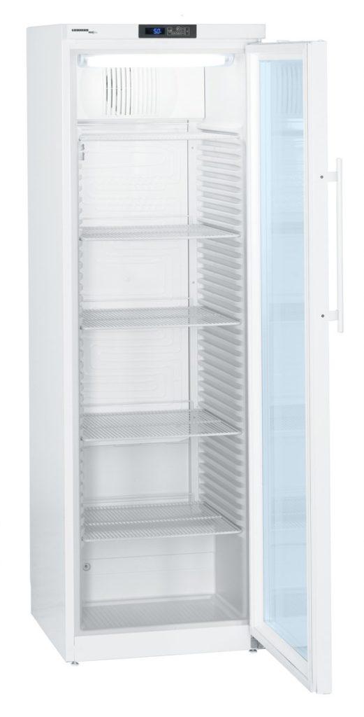 Laborkühlschrank LKv 3913 von Liebherr mit offener Glastüre und Ansicht von der Seite