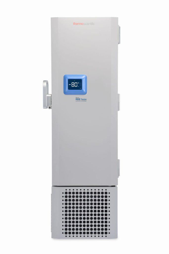 Labor Ultratiefkühlschrank RDE30086 von Thermo Scientific REVCO mit geschlossener Standardtüre und Ansicht von vorne