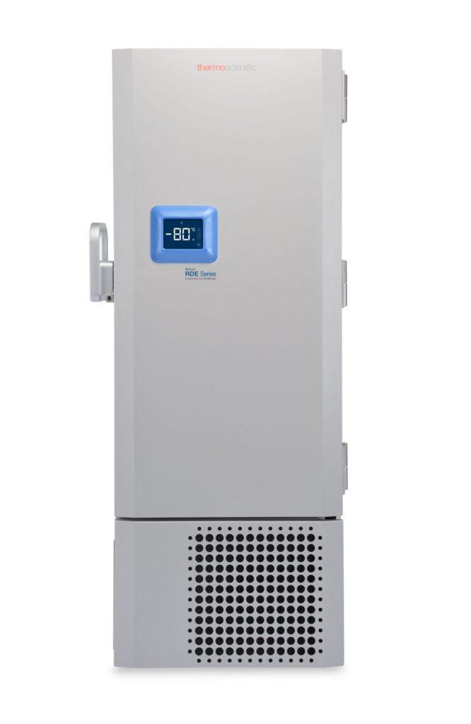 Labor Ultratiefkühlschrank RDE40086FV von Thermo Scientific REVCO mit geschlossener Standardtüre und Ansicht von vorne