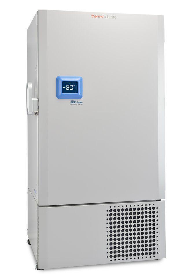 Labor Ultratiefkühlschrank RDE60086FV von Thermo Scientific REVCO mit geschlossener Standardtüre und Ansicht von der Seite