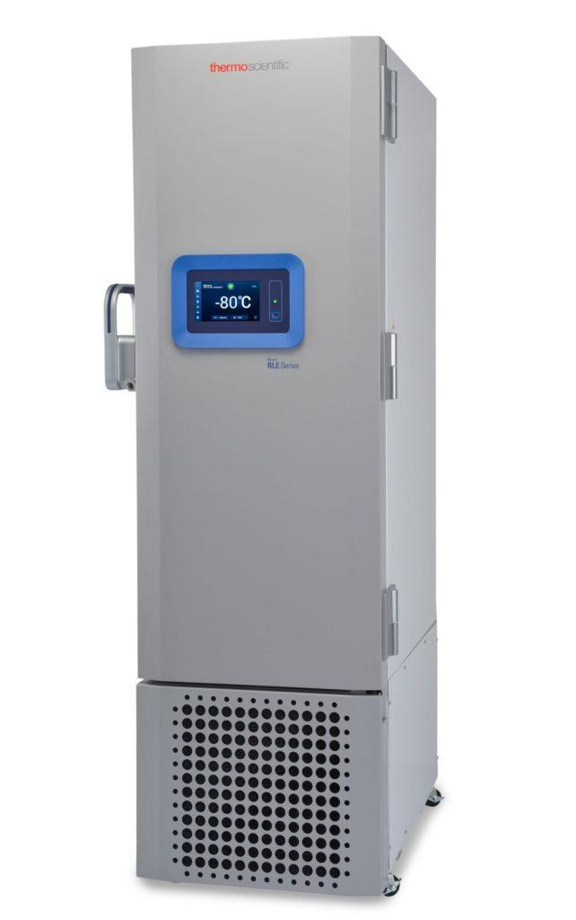 Labor Ultratiefkühlschrank RLE30086V von Thermo Scientific REVCO mit geschlossener Standardtüre und Ansicht von der Seite