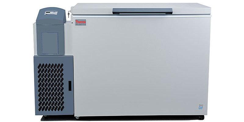 Labor Tiefkühltruhe ULT1350-10-V von Thermo Scientific REVCO mit geschlossenem Deckel und Ansicht von vorne
