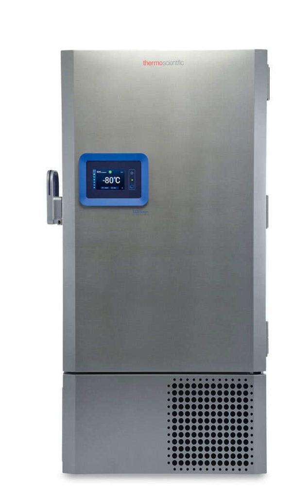 Labor Ultratiefkühlschrank TSX60086V von Thermo Scientific REVCO mit geschlossener Standardtüre und Ansicht von vorne