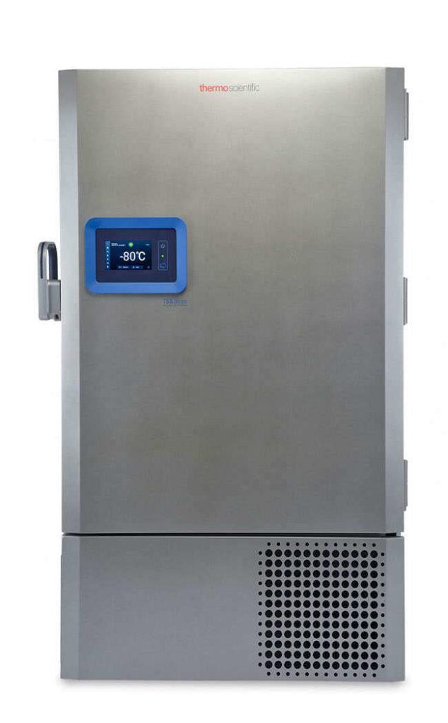 Labor Ultratiefkühlschrank TSX70086V von Thermo Scientific REVCO mit geschlossener Standardtüre und Ansicht von vorne