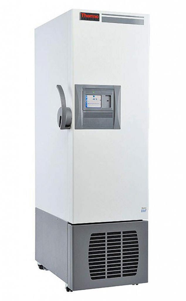 Labor Ultratiefkühlschrank UxF 30086V von Thermo Scientific REVCO mit geschlossener Standardtüre und Ansicht von der Seite