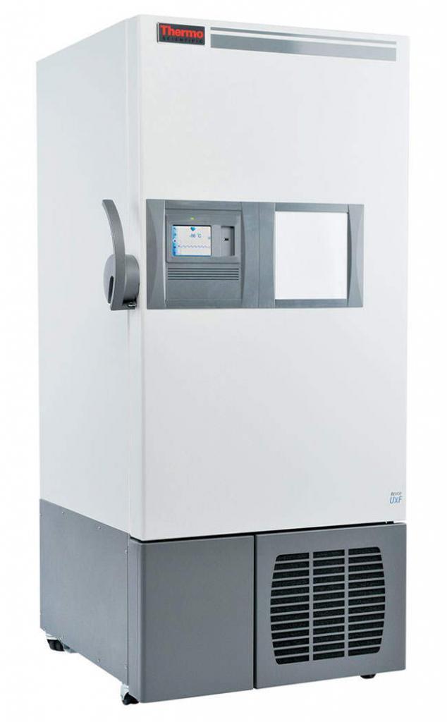 Labor Ultratiefkühlschrank UxF40086V von Thermo Scientific REVCO mit geschlossener Standardtüre und Ansicht von der Seite